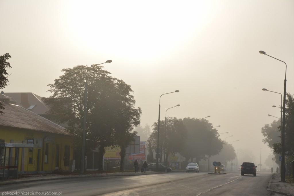 pierwszy dzien airshow poranna mgla